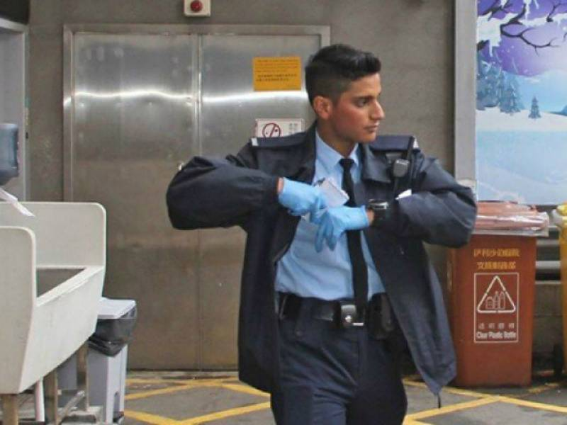 pakistani-policeman-turned-to-hong-kong-hero-1489568382-4863