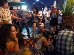 las-vegas-shooting-crowd-gty-ps-171002_4x3_992