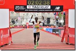 a9d9b446-kipchoge-london-marathon-2019-course-record